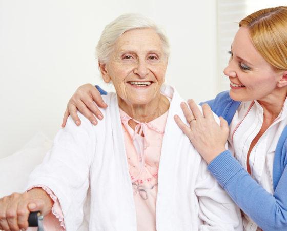 Opiekun medyczny lub pielęgniarka